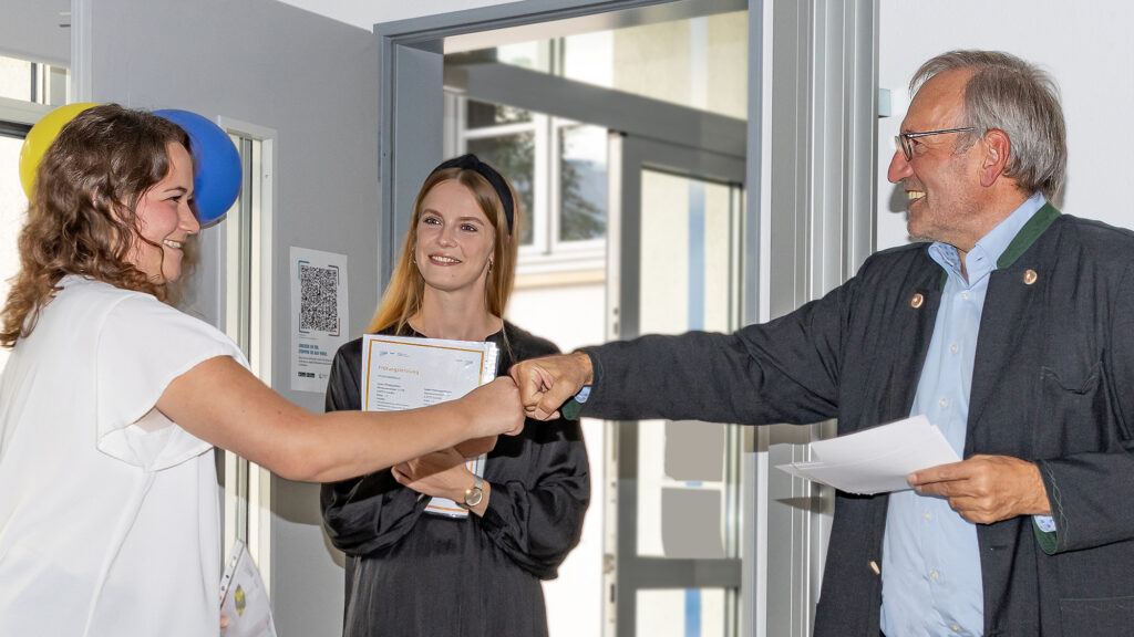 Zertifikatübergabe AHP Pforzheim